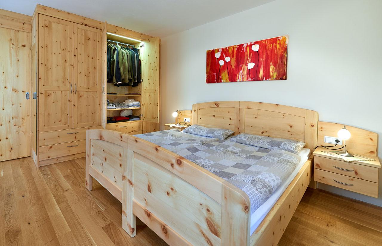 Schlafzimmer In Massivzirbenholz